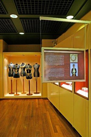 Museo de Joyas Ilias Lalaounis: ILJM permanent collection area