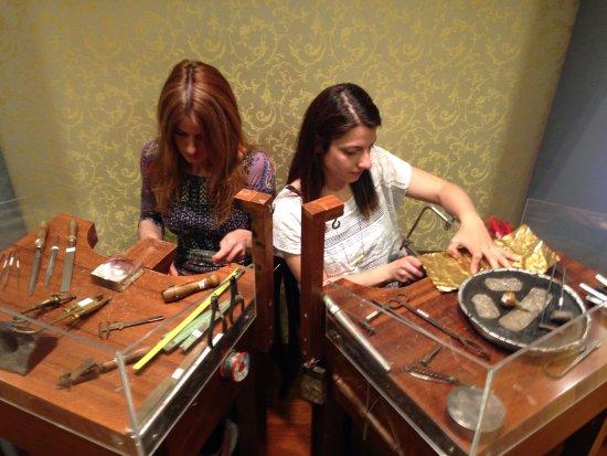 Museo de Joyas Ilias Lalaounis: Discover our live workshops.
