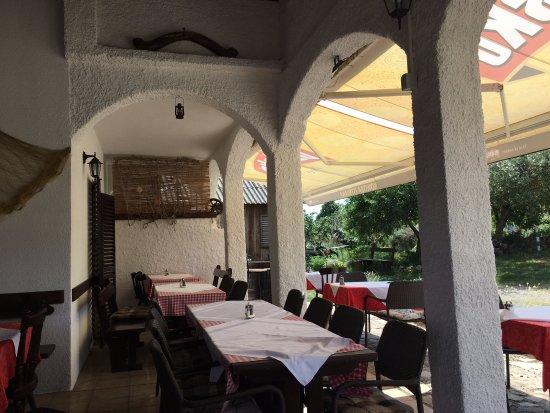 Konoba Istriana : restauracja taras