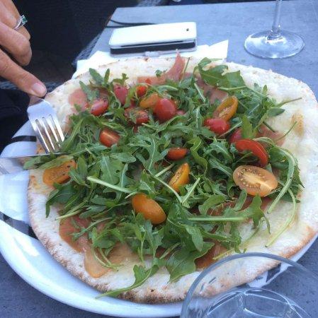 Vianen, Hollanda: pizza met wel erg veel rucola