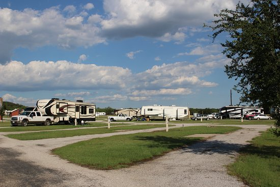 Santo, TX : There is plenty of room for any RV. Flat, level, FHU!