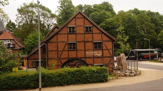 Schwerin, Germania: Schleifmühle am Schloßpark