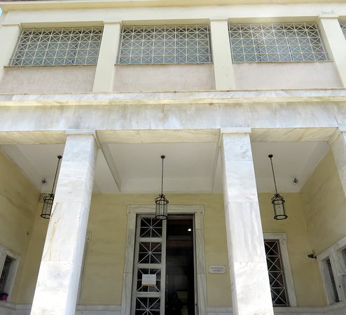 Archaeological Museum of Piraeus: Entrance to museum