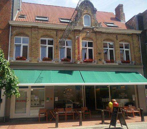 Gastenverblijf De Arend: full front of the hotel