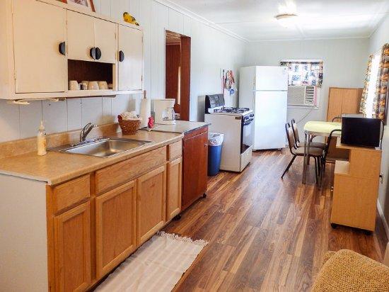 Blue Waters Resort on Bull Shoals Lake: Cabin 5 Kitchen