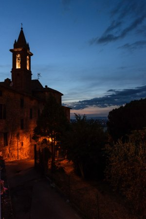 Paciano, Ιταλία: View from the terrace as the evening comes to an end