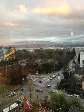 Hotel InterContinental Geneve: J'ai séjourné dans cet hôtel dans un cadre professionnel.  La chambre mise à disposition était p