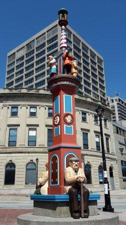 Market Square: street art totem pole