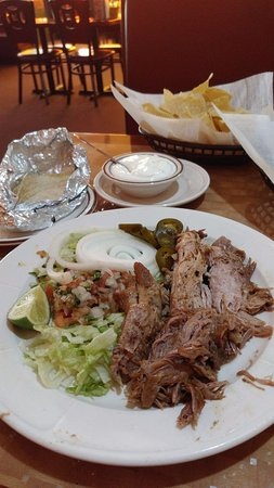 New Hartford, Nova York: Carnitas without rice and Corn tortillas