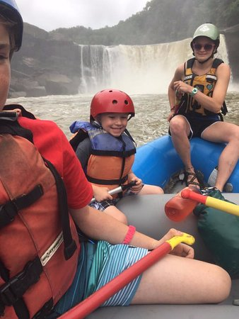 Sheltowee Trace Adventure Resort - Day Tours: rafting - Cumberland falls in the background