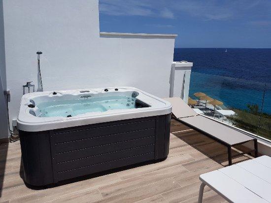 Cala Murada, España: Whirlpool auf unserer Suite - Terrasse