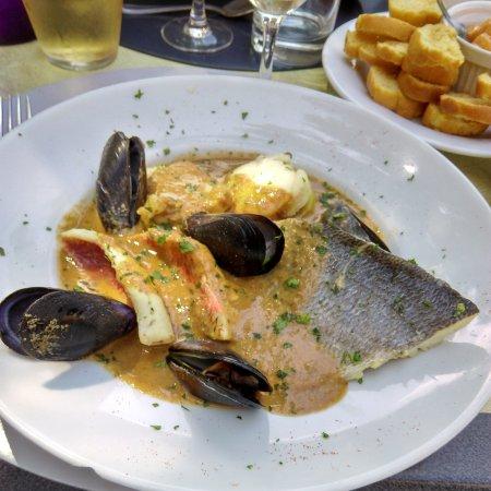 Sorgues, Frankrig: Marmite du pêcheur uniquement le vendredi midi ou sur commande.