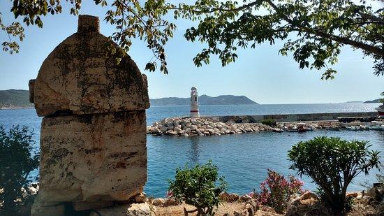 Lions Tomb: Гробница у моря, за Мариной