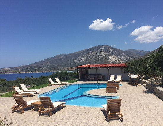 Glykeria Hotel: Nearby Elafonisi beach - 5 mins in the car, pool is lovely, and sunsets to die for!
