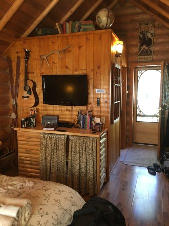 Banff Log Cabin B&B: photo1.jpg