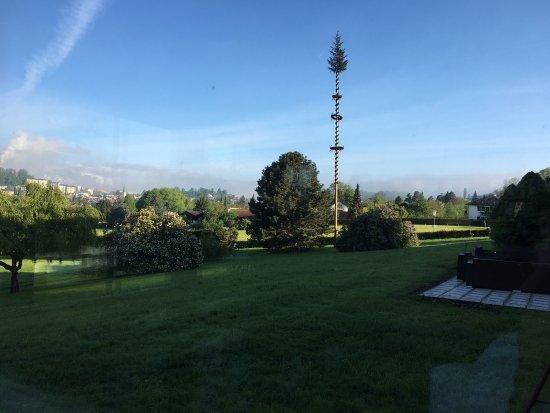 Hotel Magerl: Toller Blick vom Balkon des Zimmers und auch vom Innenpool