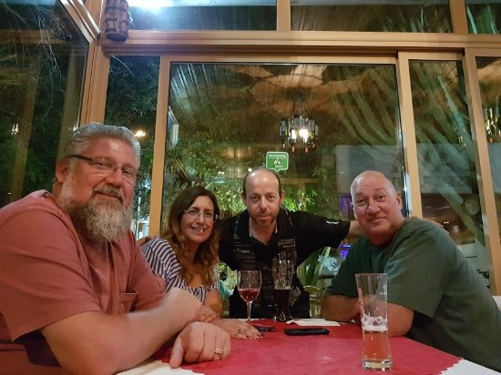 Episkopi, Chipre: CAVA FRIENDS