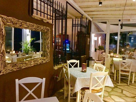 Pounta, Greece: Interior, open dining area of Thea Restaurant