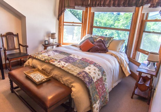 Paonia, CO: The Grapevine Room