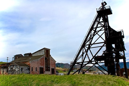 Can you find all of the historic headframes in old Uptown Butte?