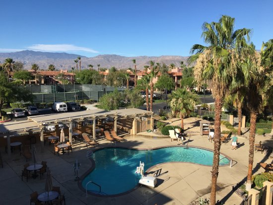 Courtyard Palm Desert: The view from room 328....its lovely :)
