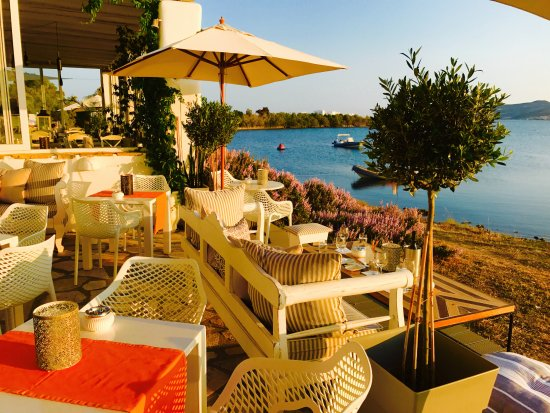 Thea Restaurant Wine Club: THEA Sunset Bar terrace directly by the sea