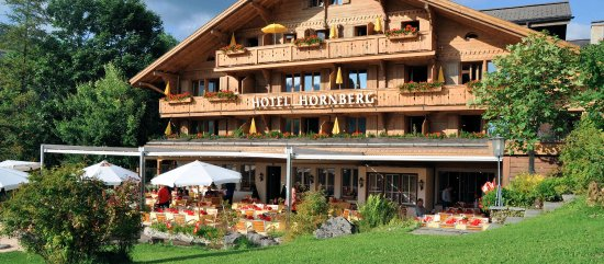 Saanenmoser, Zwitserland: View of the hotel in summertime