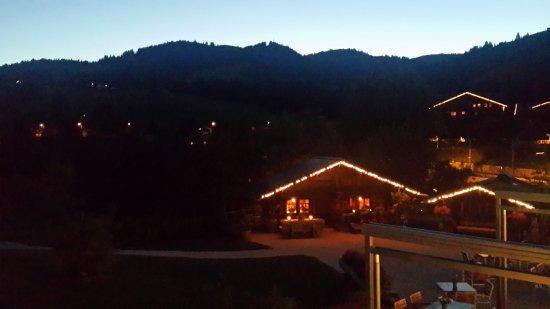 Saanenmoser, Швейцария: Festive at dusk