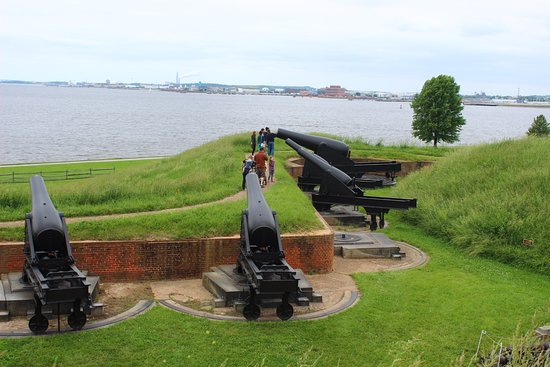 Fort McHenry National Monument: Cannons looking out over the water.