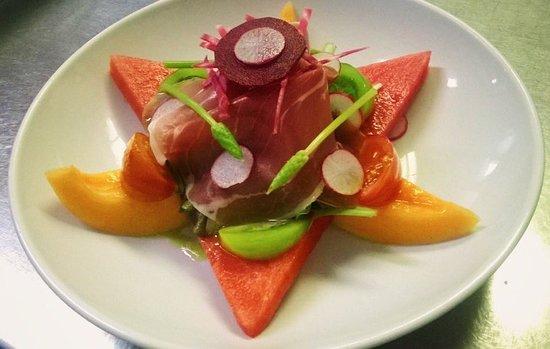 Quintin, Francia: Assiette fraîcheur,melon,pastèque,jambon cru