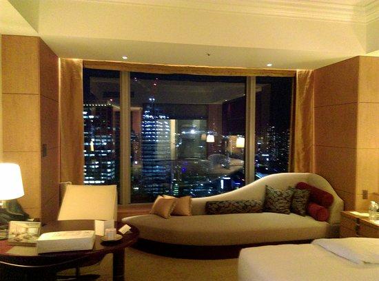 Shangri-La Hotel, Tokyo: IMAG1484_large.jpg