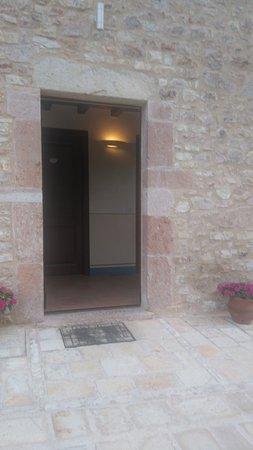 Cerreto di Spoleto, Italia: TA_IMG_20170610_193036_large.jpg