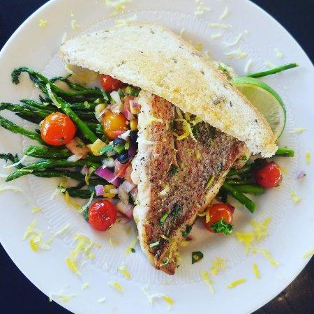 Ingram, TX: Encore Restaurant and Patio
