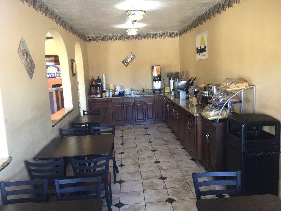 Days Inn Hurricane/zion National Park Area: Breakfast