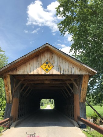 Pittsford, VT: Noticed there were no pix on trip advisor of this bridge ... so I thought I would add a few