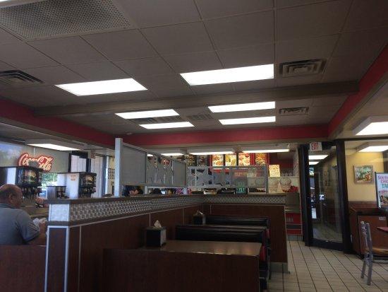 Benton, IL: Hardee's
