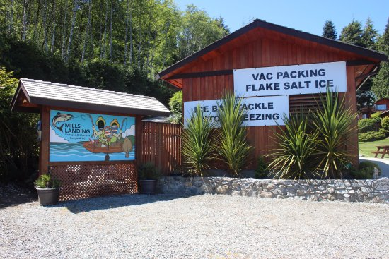 Bamfield, Canada: Our fish cleaning station is equipped with a commercial vacuum sealer and commercial freezer.