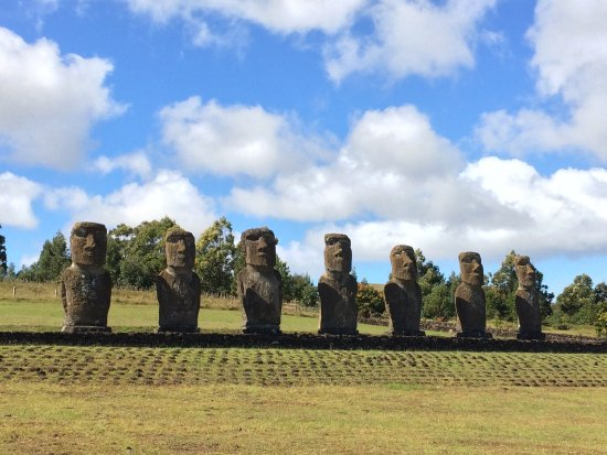 Ahu Akivi: All seven of the inland moais