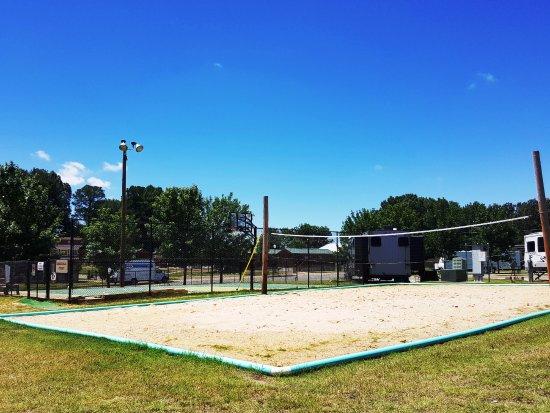Yogi Bear's Jellystone Park Memphis: Beach Volleyball Area