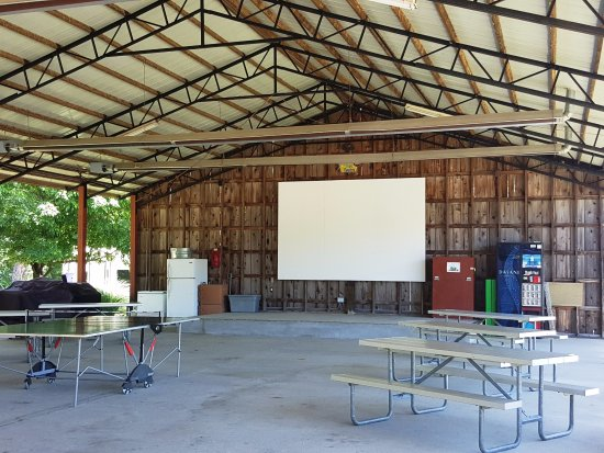 Horn Lake, MS: Covered Shed for Ping-Pong and Movies