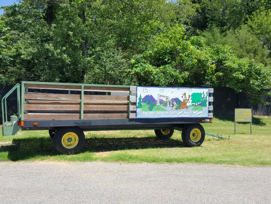 Horn Lake, MS: Wagon Used for Rides with Yogi Bear and Boo-Boo