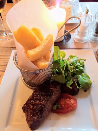 Colesbourne, UK: Grill night has some delicious cuts of meat. Steak was cooked perfectly.
