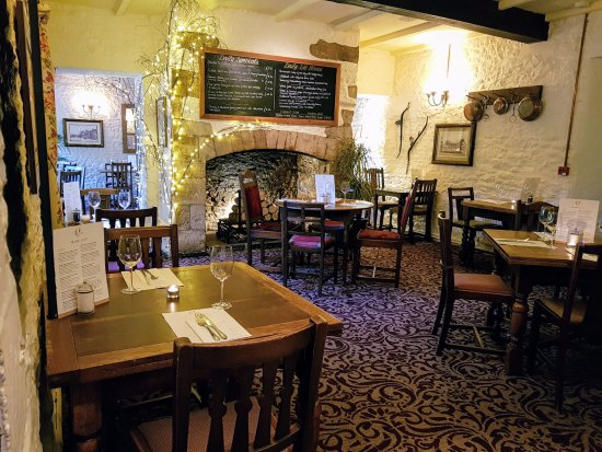 Colesbourne, UK: The main dining room. You can also eat in the bar.