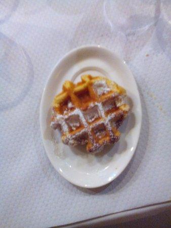 Le Jardin de l'Ilot Sacre: бельгийская вафля на десерт