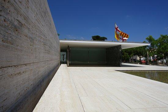 Linien Bauhaus Picture Of Pabellon Mies Van Der Rohe Barcelona