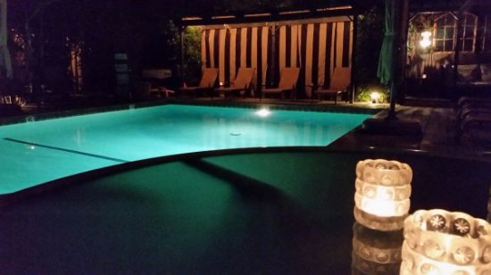 Hotel California: It is so pretty & peaceful to sit by the pool at night and eat dinner in the candlelight :)