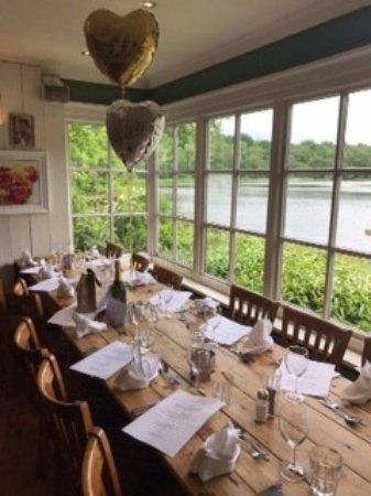 Boathouse Restaurant at Bracebridge: Our table waiting for us to sit down