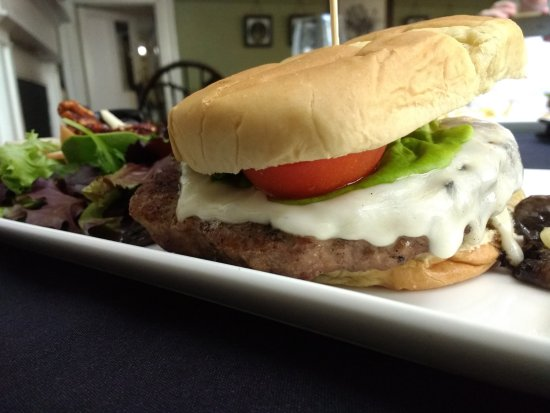 Lafayette Inn & Restaurant: The Alpine Burger with salad