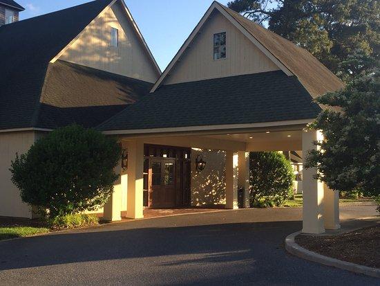 Ruth's Chris Steak House: Front door