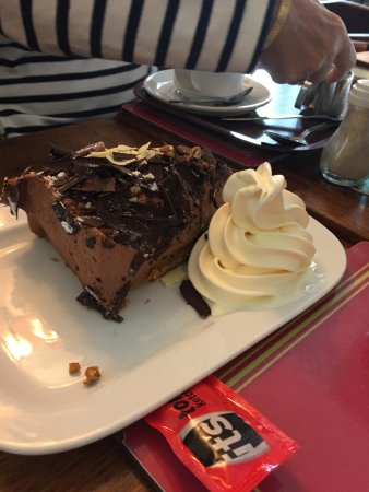 Torcross, UK: Dime Bar cake with Ice Cream